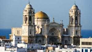 Pigeons to be banished for threatening tourists in Spanish town of Cadiz